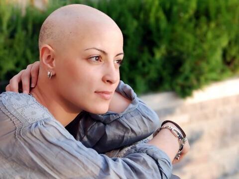 Mujeres con cáncer de mama que obtienen un resultado positivo para las m...
