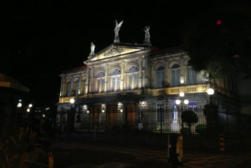 Y por supuesto, la magnificencia del Teatro Nacional de Costa Rica.