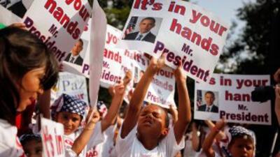 Miles de niños estadounidenses hijos de inmigrantes indocumentados le pi...