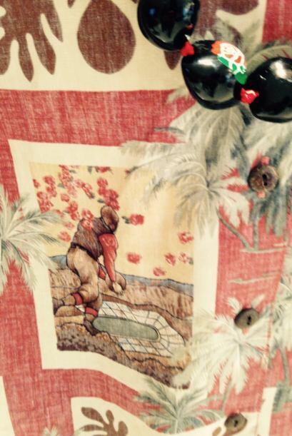 La tropical camisa para caballeros, tiene detalles emotivos del desfile...
