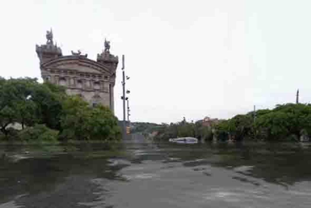 Esta foto muestra a la ciudad de Barcelona. Según el sitio la contaminac...