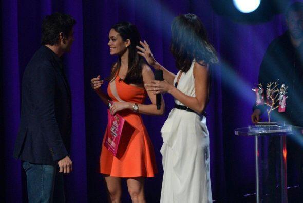 El actor Daniel Arenas y Ale también felicitaron a esta jovencita, quien...