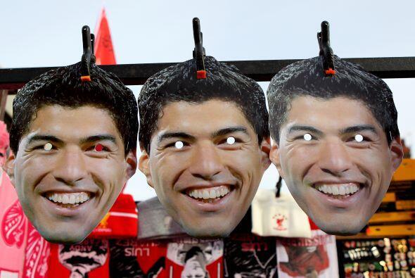 El uruguayo Luis Suárez es ídolo en el Liverpool y los hinchas se ponen...