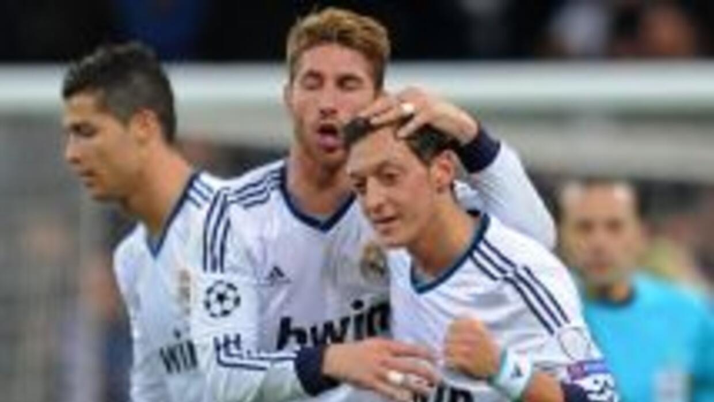 Özil compartió vestuario con Ramos y compañía.