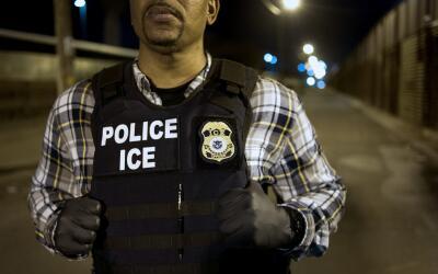 Agente federal de la Oficina de Inmigración y Aduanas