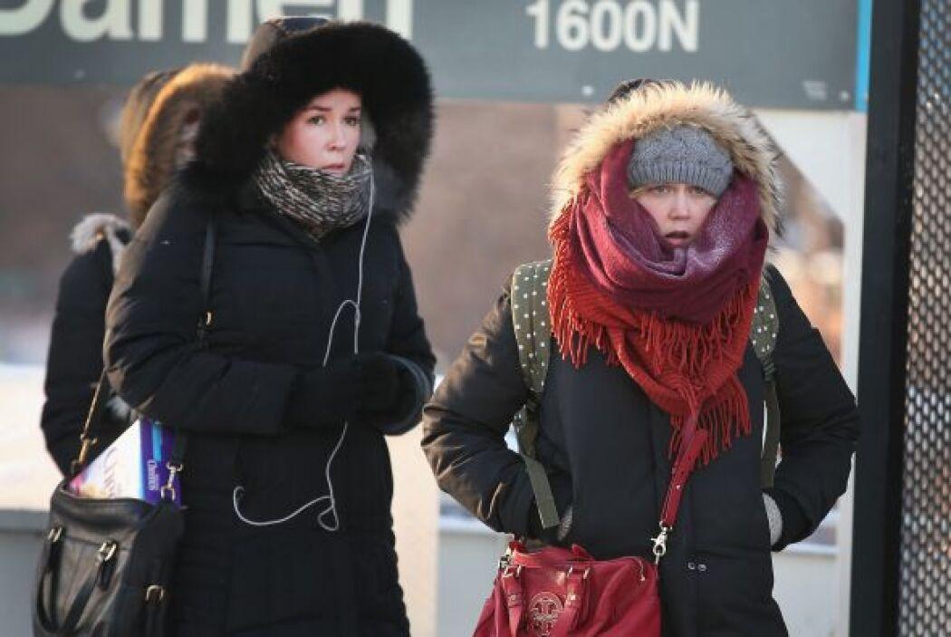 Todos echan mano de mantas y frazadas para hacer frente al frío.