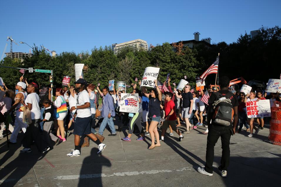 Hispanos, americanos y afroamericanos unidos contra Donald Trump.