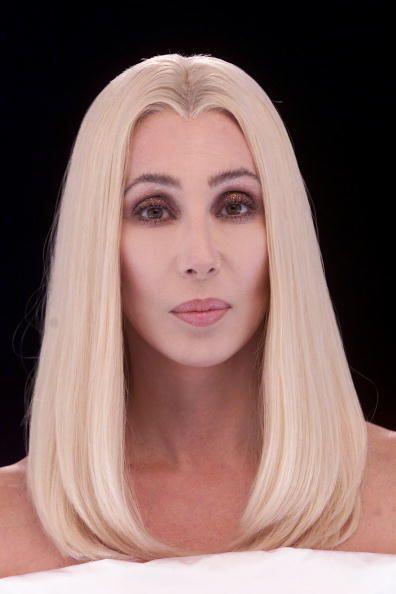 Cherilyn Sarkisian, conocida simplemente como Cher, es una cantante, act...