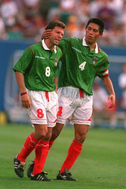 Ya en Octavos de Final, México se encontró con Bulgaria. En los 90 minut...