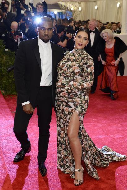 Kim fue vestida como un 'papel tapiz' a la  gala del Museo Metropolitano...