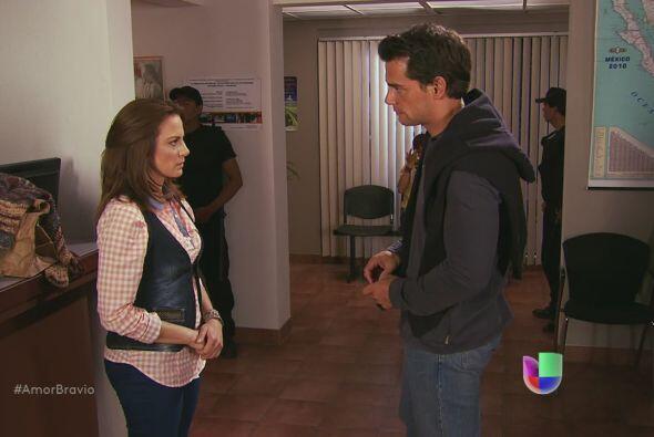 Daniel intenta ser firme a lo que Camila le pidió, poco a poco se...