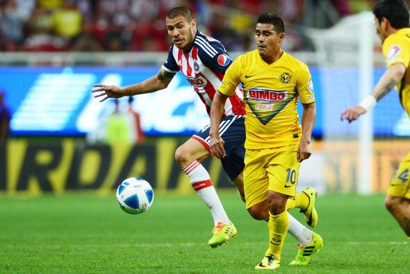 Osvaldo Martínez (8).- El paraguayo jugó su mejor partido con las Águila...