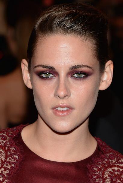 ¡Qué colmilluda! Kristen Stewart logró un buen look...