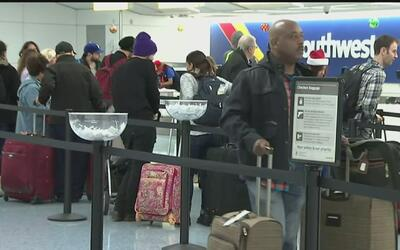 Tormenta al Sur de California ha impedido que al menos 600 vuelos salgan...