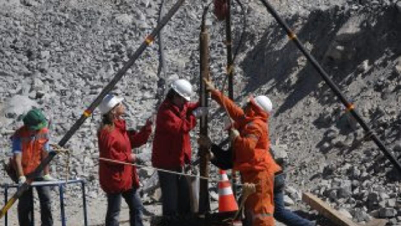 Comenzaron los trabajos de rescate de los 33 mineros chilenos.