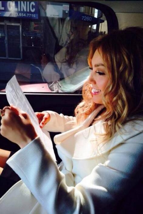La cantante mexicana recibirá una estrella en el Paseo de la Fama de Hol...