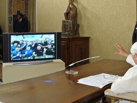 Benedicto XVI mantuvo este sábado una conversación con los...