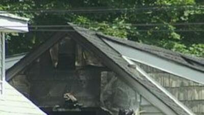 Incendio pudo ser homicidio. Tres personas muertas en Central Islip 96ba...