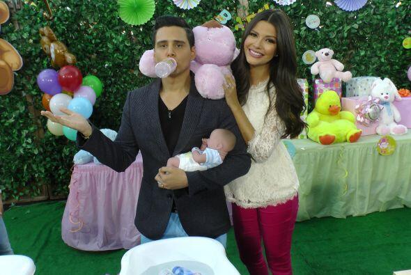 Y, aunque Alejandro no ganó, se llevó al bebé con biberón incluido, como...