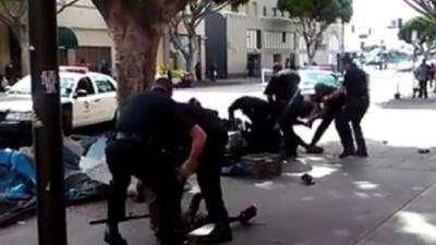 Un hombre es baleado por la policía de Los Ángeles