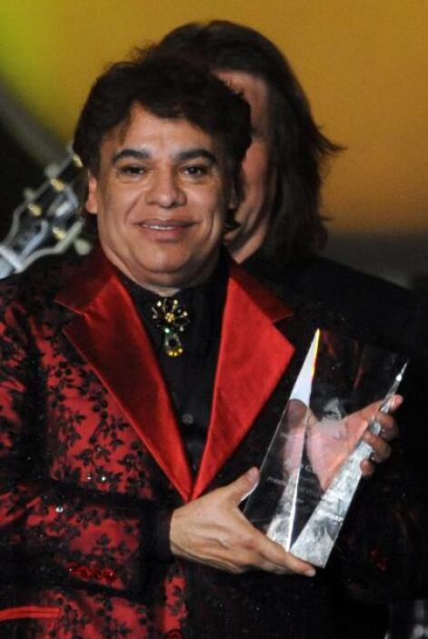 La revista People en Español reportó que Juan Gabriel fue acusado de pre...