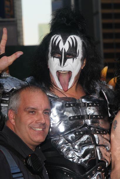 Antes de formar parte de la banda de rock Kiss, el irreverente Gene Simm...