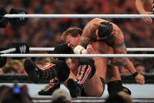 CM Punk y Chris Jericho trataron sus mejores llaves para anularse mutuam...