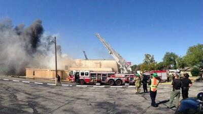 Bomberos combaten incendio en una iglesia