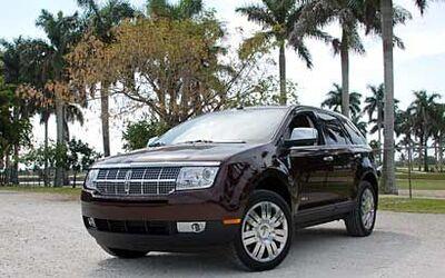 El MKX es el primer crossover de Lincoln, juntando flexibilidad, versati...