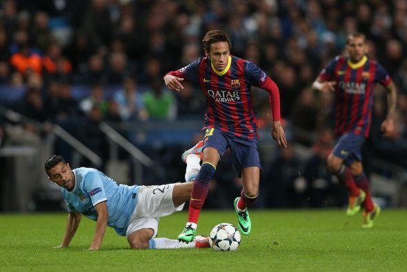 Neymar, que comenzó en el banco entró a jugar y a crear m&...