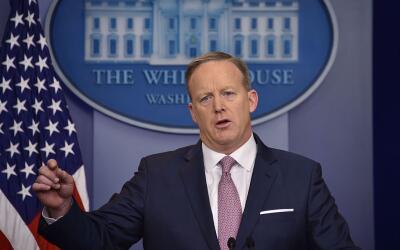 Spicer ha tenido una relación muy accidentada con la prensa desde...