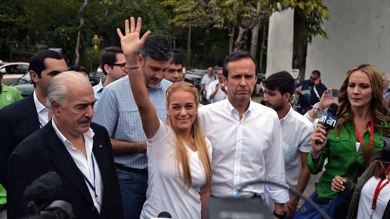 Los expresidentes Quiroga (der) y Pastrana (izq) junto a Lilian Tintori.