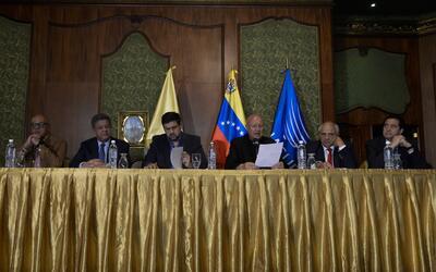 La más reciente reunión entre representantes del gobierno,...