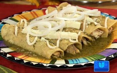 Receta de Enchiladas Verdes en la cocina de Karla para Alan Tacher
