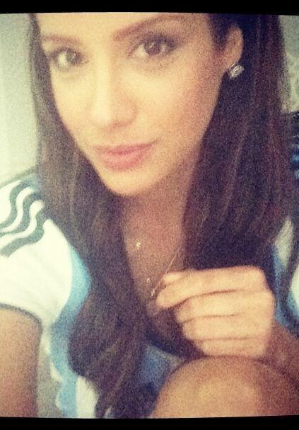 La guapa puertorriqueña apoyando a los albicelestes para que se impongan...