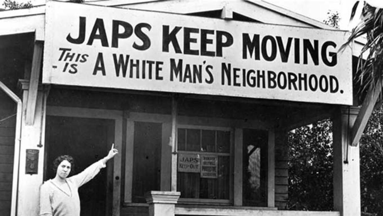 En 1924, el Acto de Johnson Reed prohibió definitivamente la entrada de...
