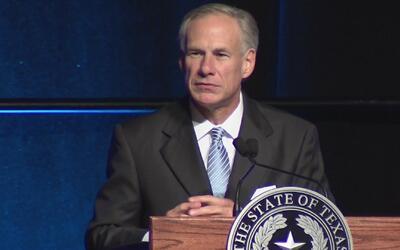 Protestas en contra del gobernador de Texas durante su informe de estado