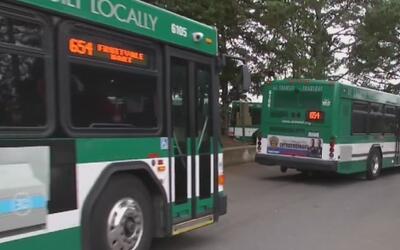 Controversia en Oakland por posible cancelación de servicio de transport...