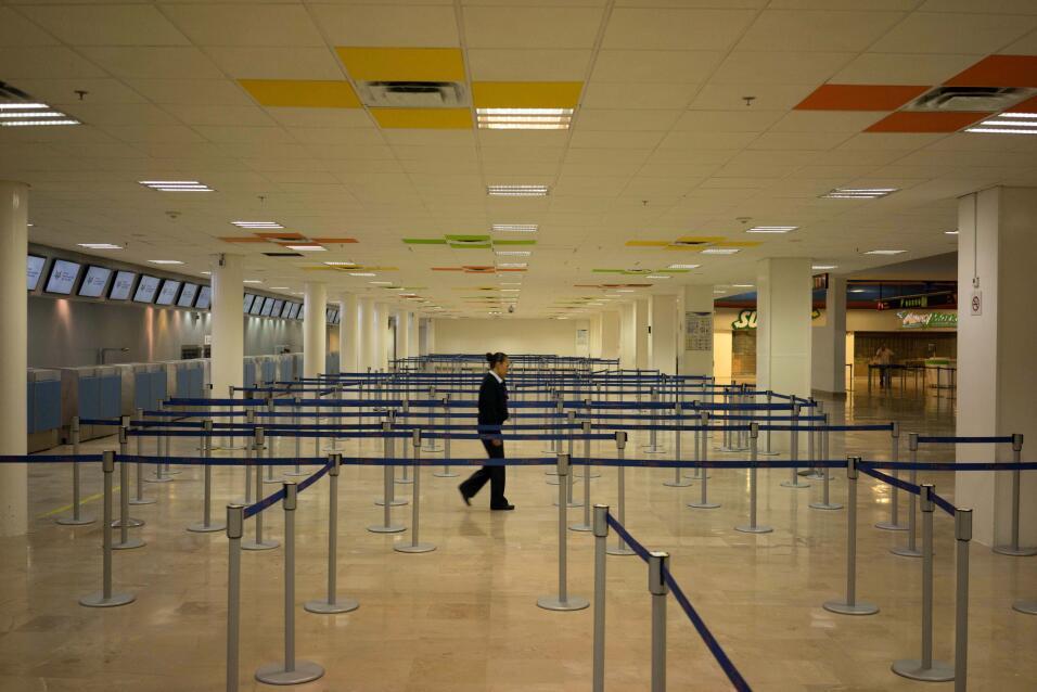 En Puerto Vallarta el aeropuerto fue cerrado hasta nuevo aviso.