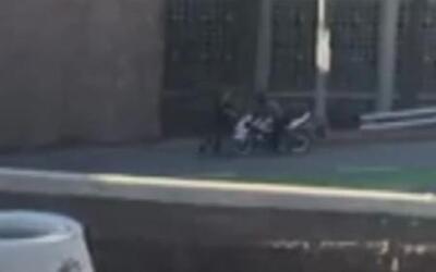 Un motociclista atropella a un peatón luego de una discusión