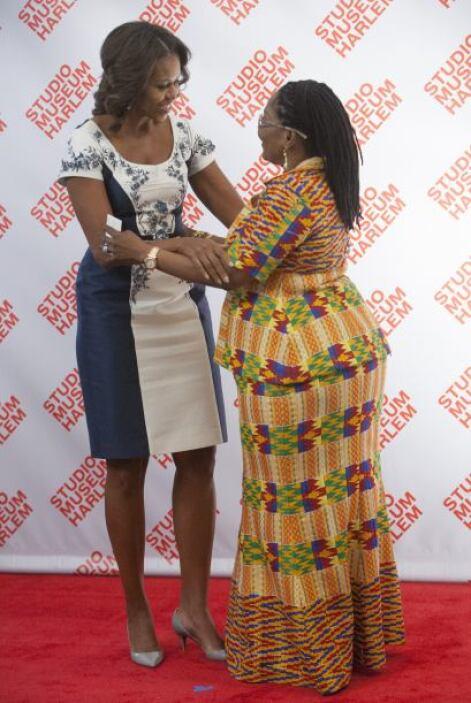 Michelle Obama junto con la primera dama de Ghana, Lordina Dramani Mahama.