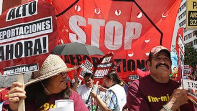 Inmigrantes durante una manifestación en Washington DC para pedirle al g...