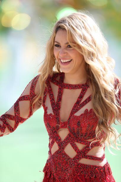 Durante su actuación en la clausura del Mundial, se puso este vestido rojo.