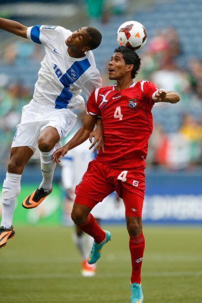 Los jugadores de Martinica intentaron tener llegada al arco rival pero l...
