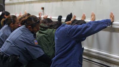Redada de ICE arrestó más de 2 mil indocumentados con antecedentes crimi...