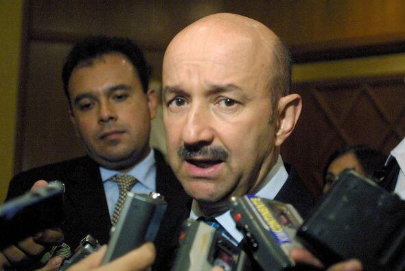 CARLOS SALINAS DE GORTARI.- Ocupó la presidencia de México de 1988 a 199...