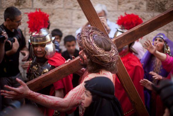 Tercera Estación: Jesús es condenado por el Sanedrín.