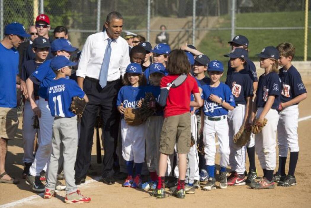Obama aprovechó la visita para platicar con los jugadores.