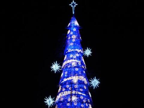 Llegó la navidad a Brasil con este genial árbol navide&nti...