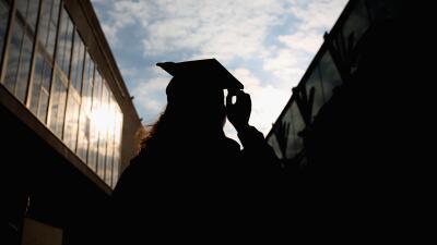 Unidos promueve que los estudiantes hispanos obtengan su educación super...